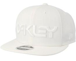 Mark II Novelty White/White Snapback - Oakley