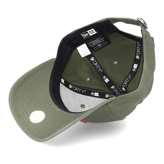 New York Yankees League Essential 9Forty Olive Pink Adjustable - New Era  lippis - Hatstore.fi 997e80d76f